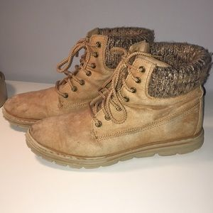 Women's White Mountain Lace Up Boots